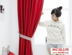 辍学女孩靠窗帘布艺
