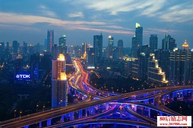 描写上海夜景的句子和段落