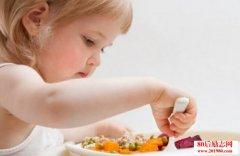 孩子吃饭哭闹不听话