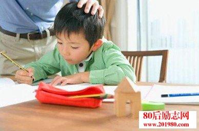 家长鼓励孩子的话,父母鼓励孩子时说的话语  父母如何鼓励孩子学习