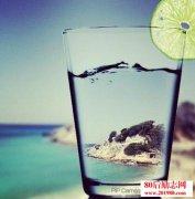 生活是一杯水,它的