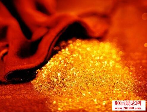金子其实不会发光,把光芒反射到别人身上才会亮起来  胡雪岩的故事:为别人撑伞