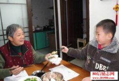 在家吃饭,第一筷子