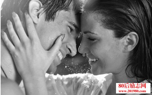 卡耐基:别尝试改造你的伴侣,爱他,就让他自在地生活