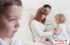 二胎家庭背后的悲剧:8岁男孩故意让一岁妹妹走丢