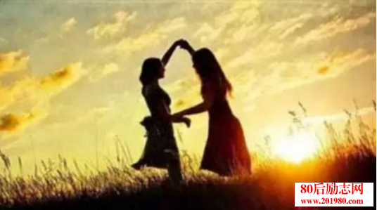 真心对你的人,走着走着就进心里  好好珍惜真心和你相处的人