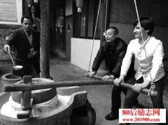 <b>浙江金华60岁老人在家创业,豆腐坊迎来外国留学生</b>
