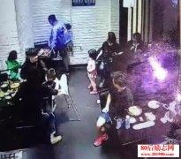 女童饭店叫喊被踹的